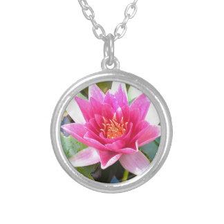 Flor de Lotus del lirio de agua Collar Personalizado