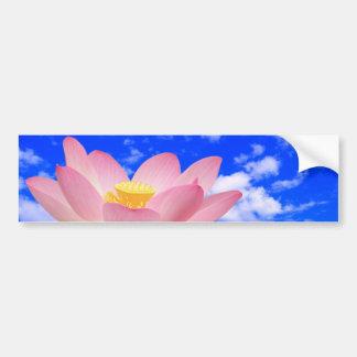 Flor de Lotus llevada en agua Etiqueta De Parachoque