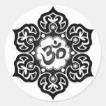 Flor de Lotus negra OM en blanco Etiquetas