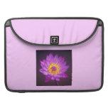 Flor de Lotus púrpura Funda Macbook Pro