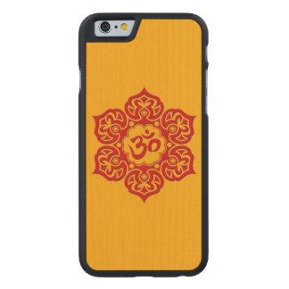 Flor de Lotus roja OM en amarillo Funda De iPhone 6 Carved® Slim De Arce