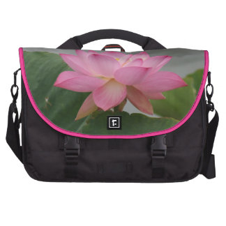 Flor de Lotus rosada Bolsa De Ordenador