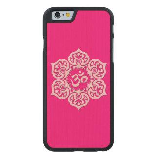 Flor de Lotus rosada OM Funda De iPhone 6 Carved® Slim De Arce