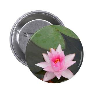Flor de Lotus rosada Pin Redondo 5 Cm