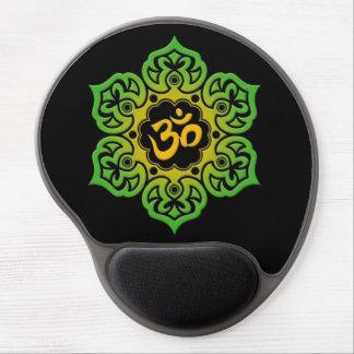 Flor de Lotus verde y amarilla OM en negro Alfombrillas De Ratón Con Gel