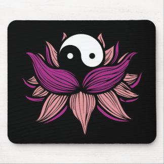 Flor de Lotus y Yin Yang Alfombrilla De Ratón