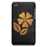 Flor de oro en el cuero negro Case-Mate iPod touch fundas