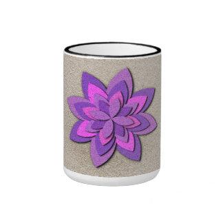 Flor de papel púrpura y rosada taza de dos colores