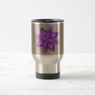 Flor de papel púrpura y rosada taza de viaje