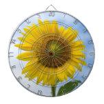 Flor de Sun contra el cielo azul Tablero Dardos