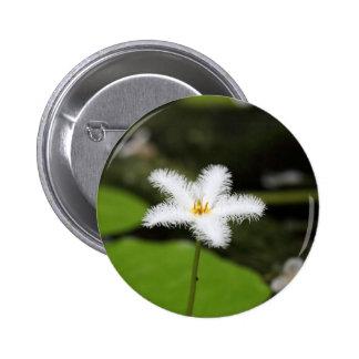 Flor de un floatingheart pin redondo de 2 pulgadas