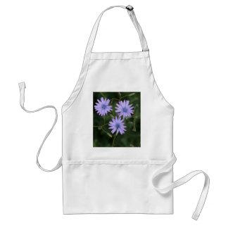 Flor de una lechuga de la montaña delantal