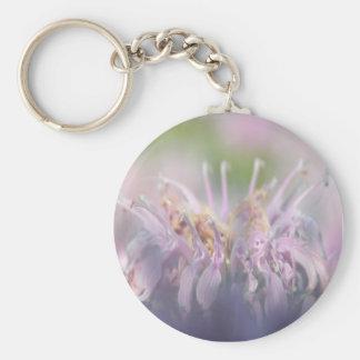 Flor del beebalm de la bergamota salvaje llavero redondo tipo pin