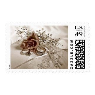 Flor del boda y franqueo de los anillos