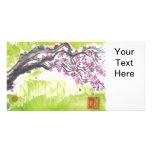 Flor del ciruelo en tarjeta verde de la foto tarjeta personal con foto