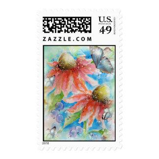 Flor del cono y sellos rosados de las mariposas