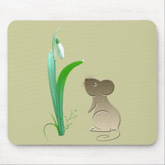 Flor del descenso de la nieve y ratón lindo tapete de ratones
