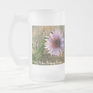 Flor del desierto; Territorio del Yukón, Canadá Taza De Cristal