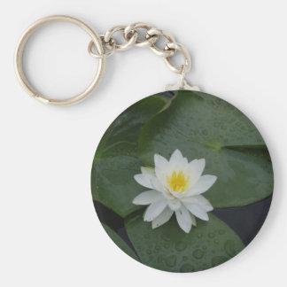 Flor del lirio en cojines de lirio llavero redondo tipo pin
