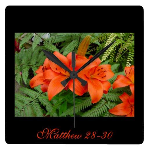 Flor del lirio - naranja iridiscente (Matt 28-30) Reloj Cuadrado