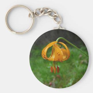 Flor del lirio tigrado del naranja salvaje llavero redondo tipo pin
