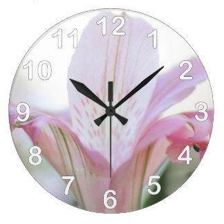 Flor en colores pastel rosada bonita reloj redondo grande