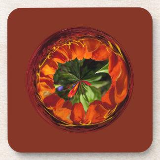 Flor en el amarillo y el rojo del globo posavasos de bebida