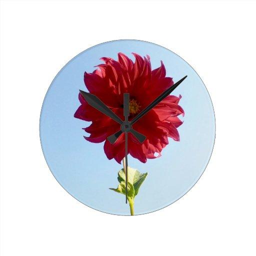 Flor en el cielo reloj redondo mediano