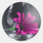 Flor en florero pegatina redonda