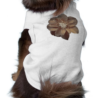 Flor en sepia playera sin mangas para perro