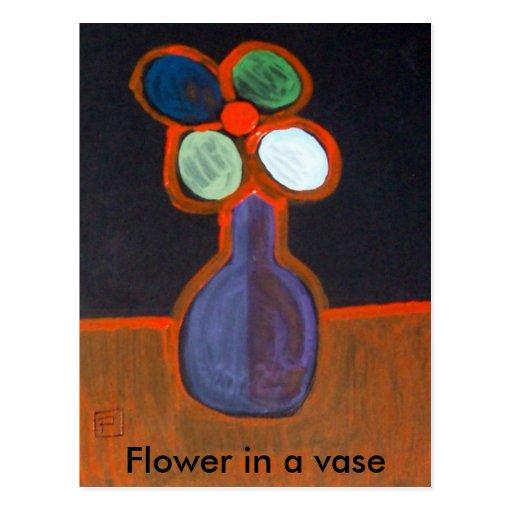 Flor en un florero postal