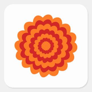 Flor enrrollada en anaranjado y rojo pegatina cuadrada