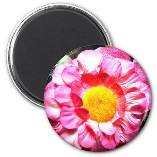 Flor falsa en cruz del color imán redondo 5 cm