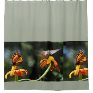 Flor floral de la mariposa de monarca del pájaro cortina de baño