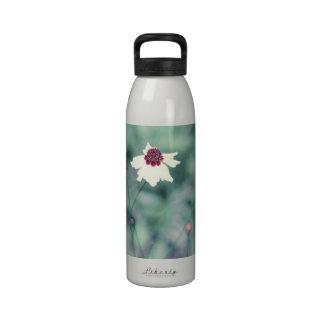 Flor floreciente de la fotografía de la primavera botella de agua