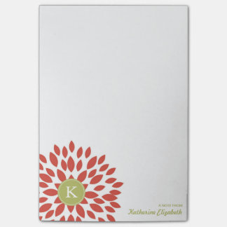 Flor floreciente rojo con el monograma verde post-it® notas