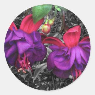 Flor fucsia pegatina redonda