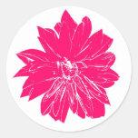 Flor grande de las rosas fuertes pegatina redonda