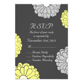 Flor gris y amarilla del Zinnia que casa RSVP Invitaciones Personalizada
