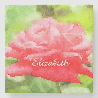 Flor híbrida roja hermosa del rosa de té de la posavasos de piedra