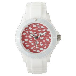 Flor inconsútil deportivo con la correa blanca del relojes de mano