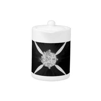 Flor invertida blanco y negro del dogwood