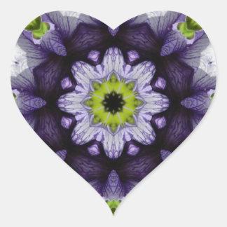 Flor julio de 2013 púrpura pegatina en forma de corazón