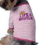 Flor linda de la pequeña hermana camisa de perrito
