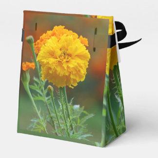 flor mullida amarilla de la maravilla caja para regalos
