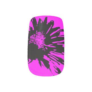 Flor negra abstracta en fucsia arte para uñas