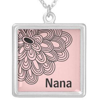 Flor negra de moda del collar de Nana en rosa