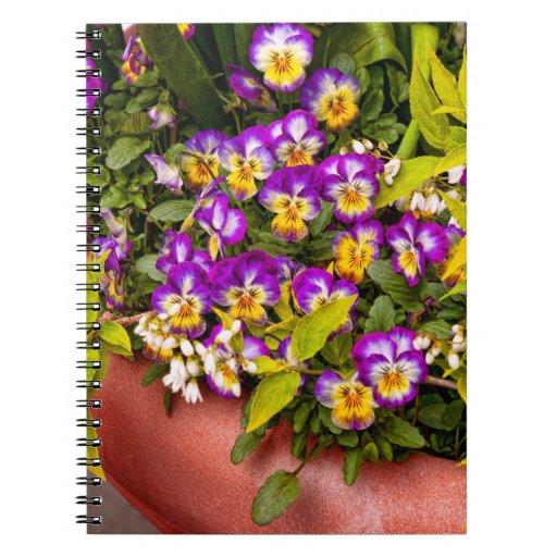 Flor - pensamiento - ramilletes púrpuras .jpg cuadernos