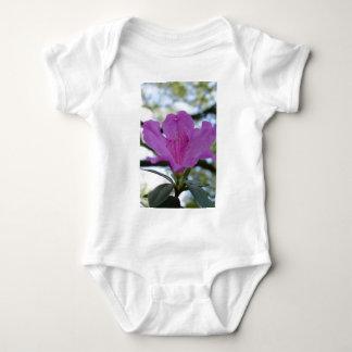 Flor púrpura body para bebé