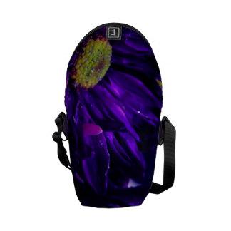 Flor púrpura chispeante bolsas de mensajeria